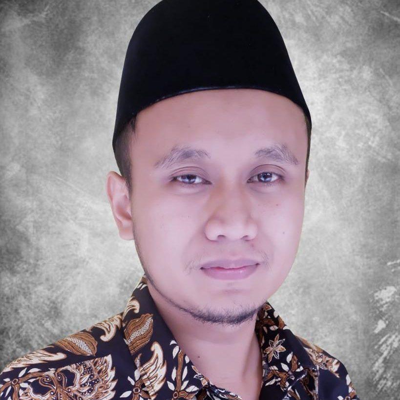 Aziz Abdul Aziz, S.Pd (Kepala Madrasah Aliyah)